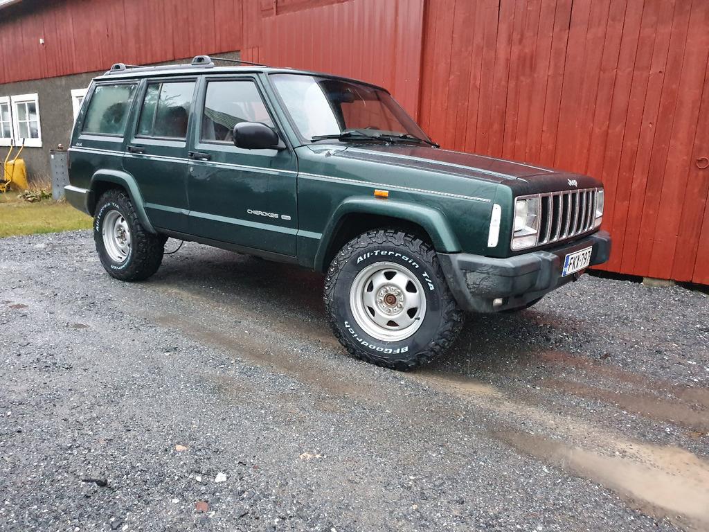 99chero_ltd_25_wheelstires.jpg